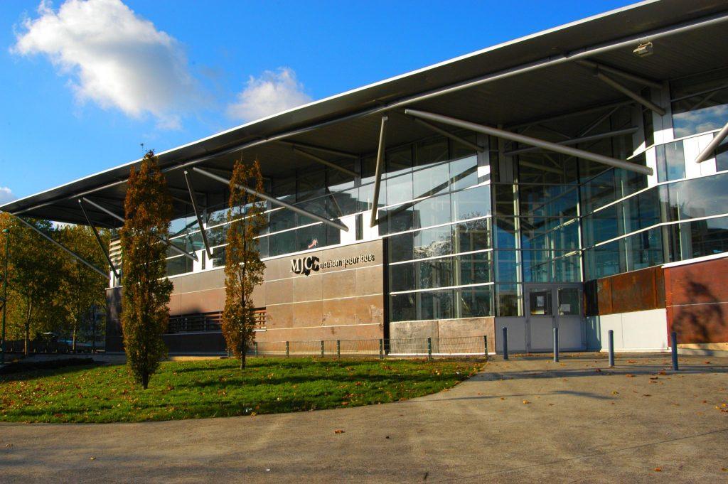 Photographie du bâtiment de la MJC de Vaulx-en-Velin